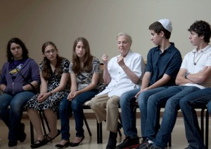 Photo of Holocaust survivor Helen Klug shares her story with teens from her synagogue in a panel discussion at Congregation Shearith Israel.