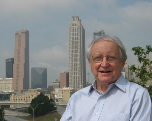 Leon Eplan in front of the city's skyline