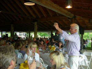 Steve Nygren leads a toast in honor of Ray Anderson (Photo: Maria Saporta)