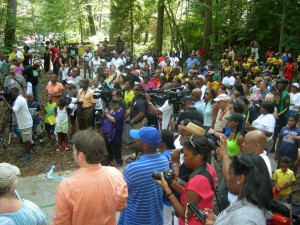 More than 100 people turn out for the trail dedication