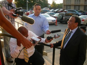 Andrew Young speaks to news folks after leaving the Mount Vernon meeting