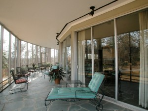 A view of the outdoor space that surrounds the house