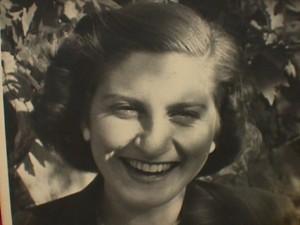 A young Nora Nehama Saporta