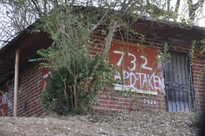 """Atlanta has authorized the use of jail inmates to board up vacant properties, such as this one, when the owner refuses to """"clean and close"""" the structure. Photo taken in January. Credit: Donita Pendered"""