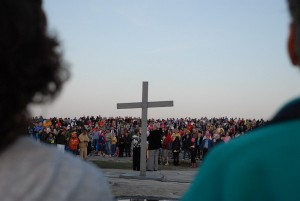 Easter cross and crowd on top of Stone Mountain (Credit: Kate Autry)