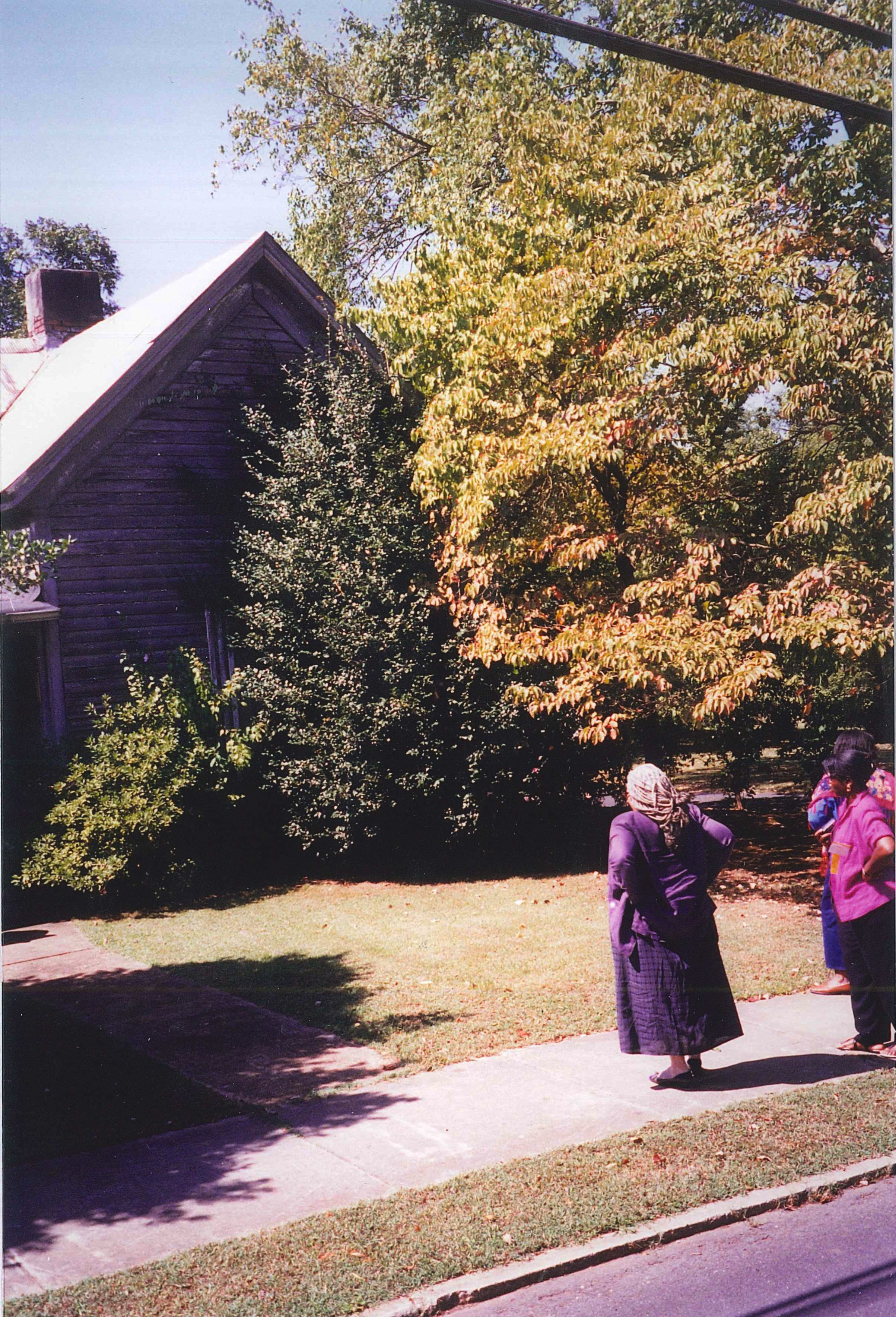Seeing her father's home in Cartersville for the first time. Novelist Toni Morrison, 1998. Credit: Pearl McHaney