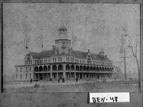 Named for Ulysses S. Grant and Robert E. Lee, the Lee-Grant Hotel in Fitzgerald, Georgia, was the largest wooden structure in the state at the turn of the 20th century. Photo: Georgia Archives, Vanishing Georgia Collection