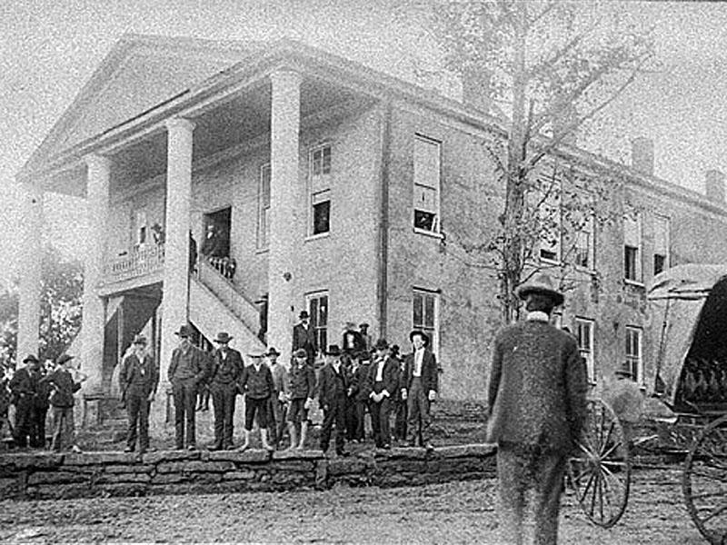 Carnesville residents gather outside the Franklin County courthouse around 1900. The courthouse, now razed, was built in the early 1800s. Courtesy of Georgia Archives, Vanishing Georgia Collection