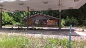 The East Decatur Greenway intends to redevelop this former gas station into a neighborhood park. Credit: eastdecaturgreenway.org