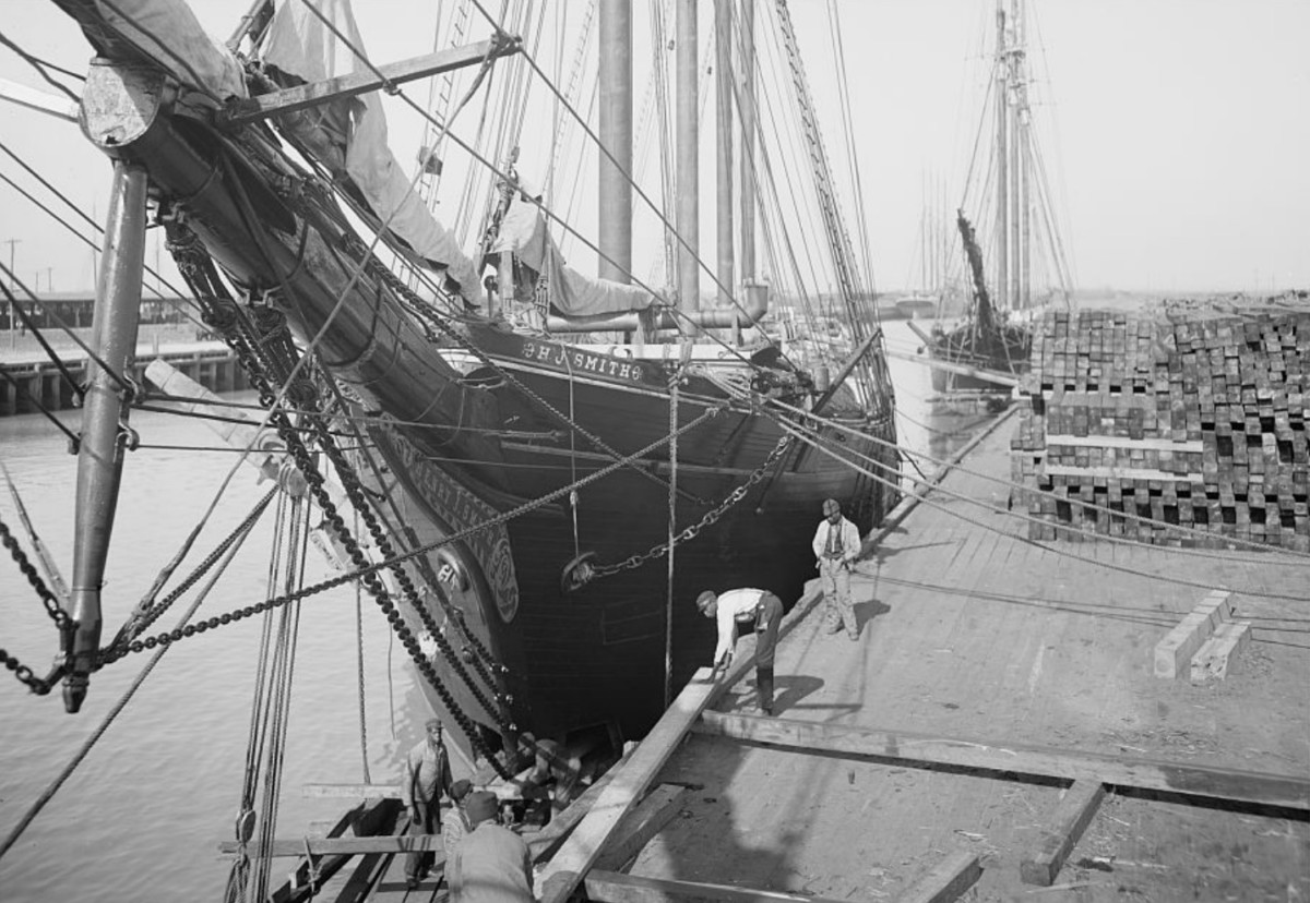 Savannah, schooner loading lumber