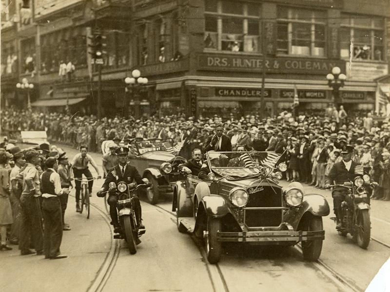 Crowds packed the streets of Atlanta to get a glimpse at Lindbergh. Courtesy of the Kenan Research Center, Atlanta History Center