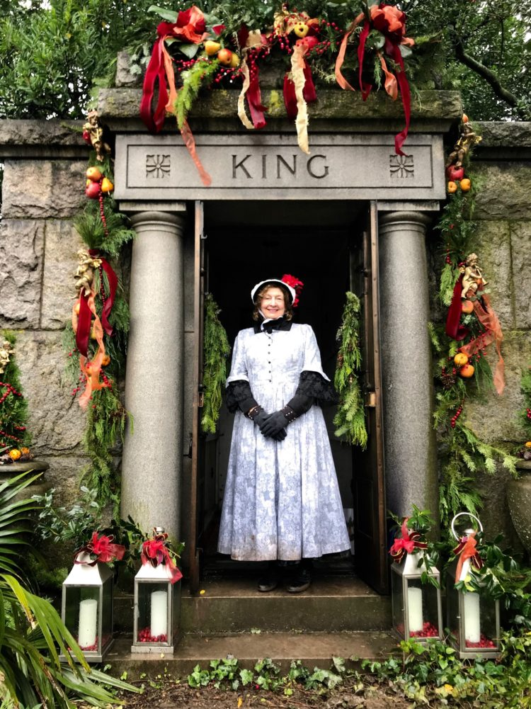 Oakland Cemetery: Wreath sales, Victorian Holiday continue despite pandemic - SaportaReport